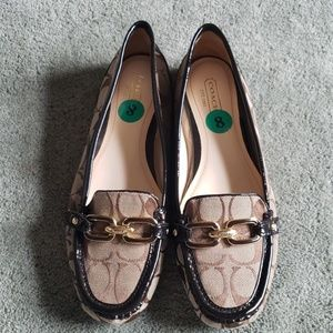 NWT Coach Sz 8 Perri brown monogrammed loafers